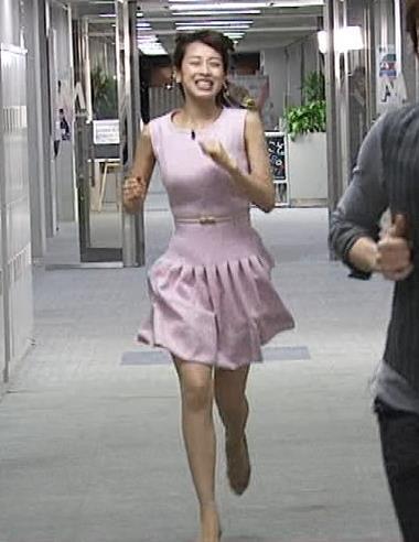 加藤綾子 走っているところキャプ画像(エロ・アイコラ画像)