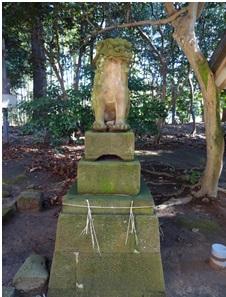 ごく普通の形の榊原神社の狛犬