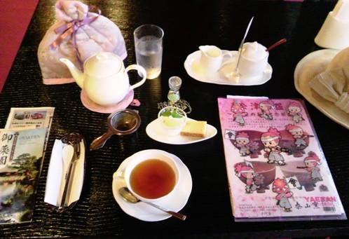 秩父宮妃殿下ゆかりのお部屋で、庭園を眺めながら季節を味わう紅茶とデザートを楽しめます♪