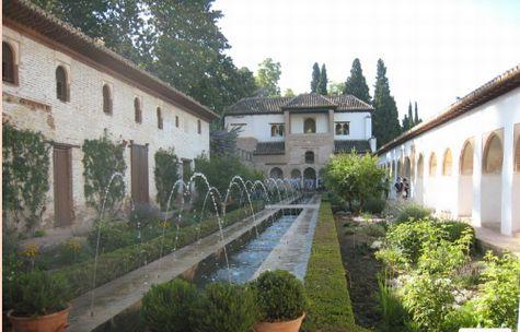 ヘネラリフェ庭園最大の見所なのはアセキアの噴水 アルハンブラの思い出というトレモロ奏法はここから生まれたのかも